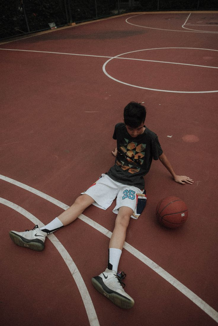 Man Lying On Basketball Court Looking To Basketball Nikon Corporation Nikon D750 C1c9cf Model Baju Pria Gaya Remaja Gaya Pria