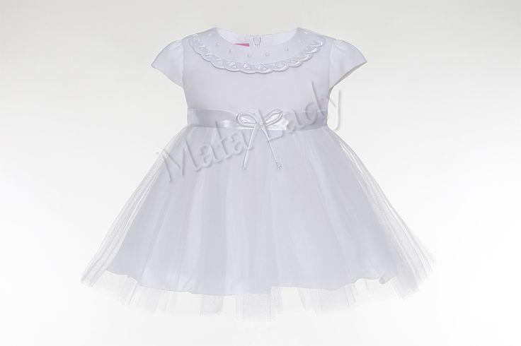 Sukienka Przeplotka łączy w sobie delikatność tiulu z nieskazitelną bieli satyny. Odszyta jest płótnem bawełnianym oraz podszewką. Posiada rękawki typu motylek oraz kryty zamek z tyłu kreacji Atłasowa szarfa w pasie pozwala na dopasowanie sukienki do ciała. Uwieńczeniem całej kreacji jest ozdobna przeplotka z pięknymi perełkami. Sukienka Przeplotka dostępna jest także w kolorze ecru.