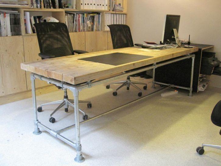 Bureau tafel dikke steigerplanken zwevend steigerbuis onderstel (20131245) | Bureautafels & Vergadertafels | JORG`S Houten Meubelen