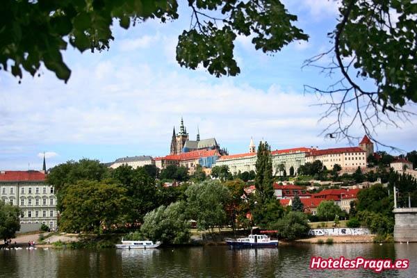 Buscador de hoteles en Praga. Comparador de precios para obtener el precio más barato de hoteles en Praga. www.hotelespraga.es