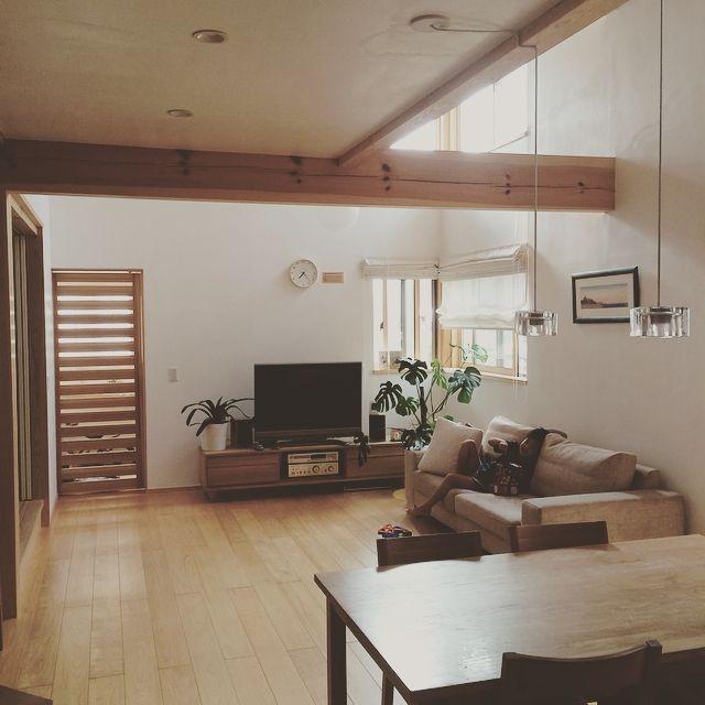 Linさんの、ソファー,植物,絵画,照明,観葉植物,ダイニングテーブル,木の家,吹き抜けリビング,無印良品,木の家具,リビングダイニング,リビング,のお部屋写真