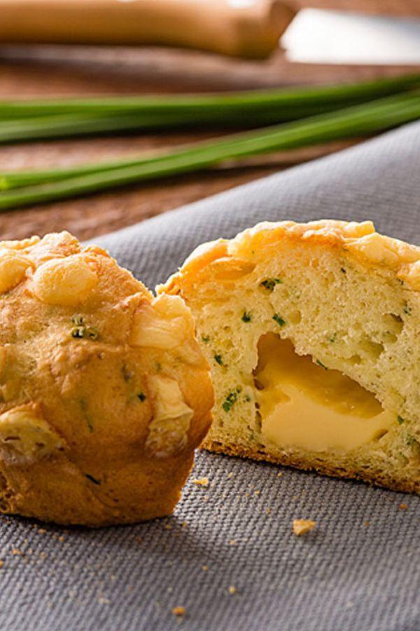 Rezept Käsemuffins. Diese Käsemuffins machen sich perfekt bei einem Picknick, auf dem Kindergeburtstag oder einem Buffet. #cestbon