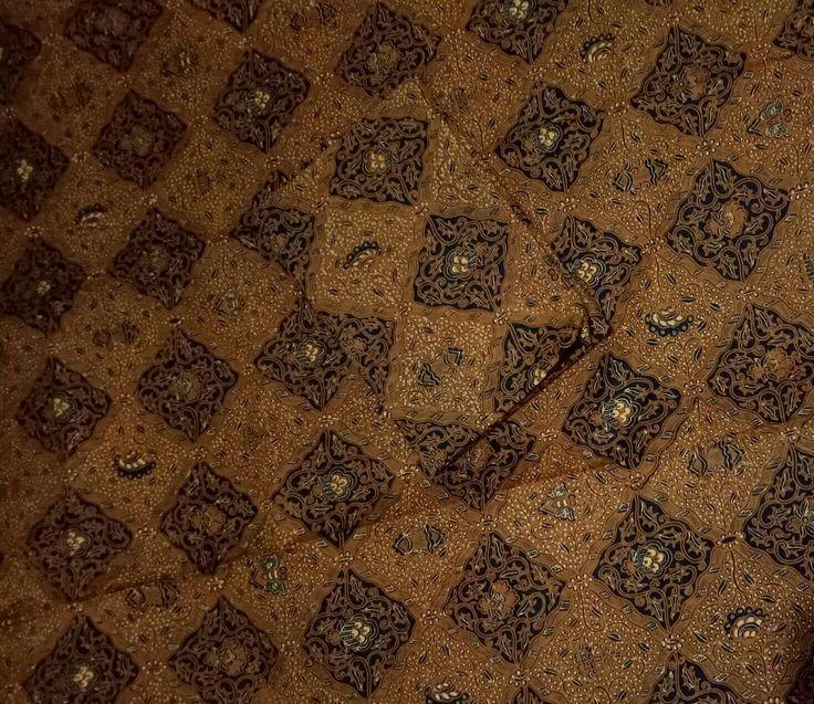MOTIF SIDO DADI...  Sido Dadi motif batik ini melambangkan : kehendak si pemakai akan terjadi. Misalnya ingin kehidupan yang sejahtera; ingin punya kedudukan tinggi dikantor; ingin kaya dan dihormati orang dan sebagainya...