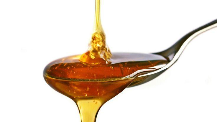 Hilft dir bei: Falten Pflege Trockener Haut  Du brauchst: 50 ml Vollmilch (zimmerwarm) 1 hohes Rührgefäß 1 Mixer 100 ml Pflanzenöl, z.B. Rapsöl oder Mandelöl ½ TL Honig 10-40 Tropfen ätherisches Öl nach...