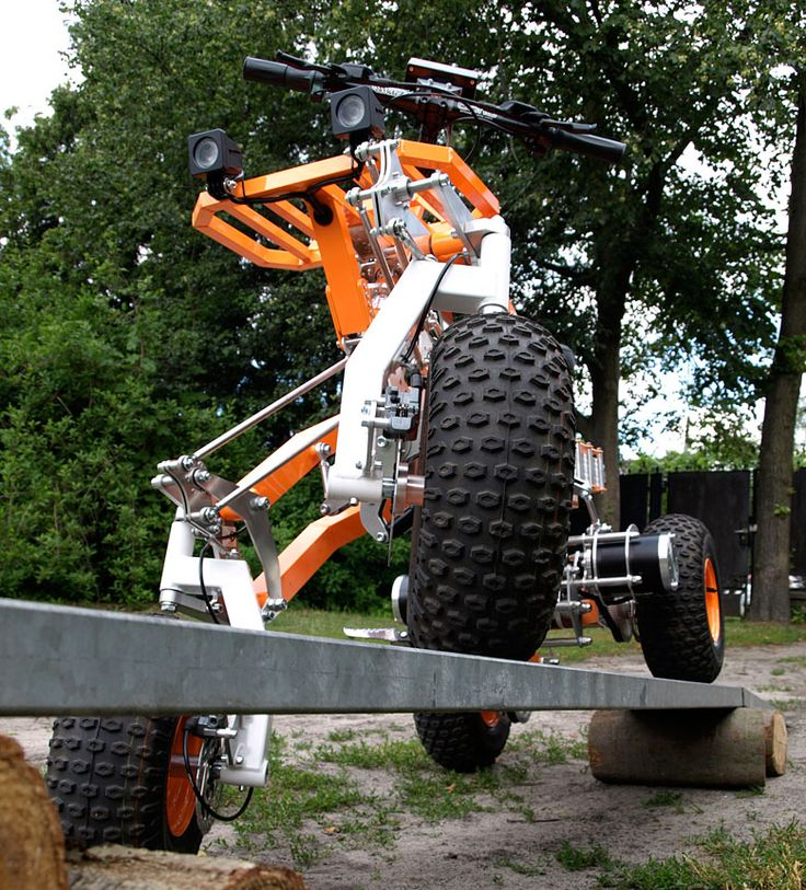 EV4 Off-Road Quad on a ramp. Diagonal arms allow far greater swing than traditional suspension.