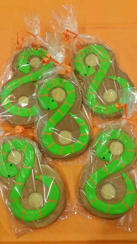 8 snake cookies for reptile party