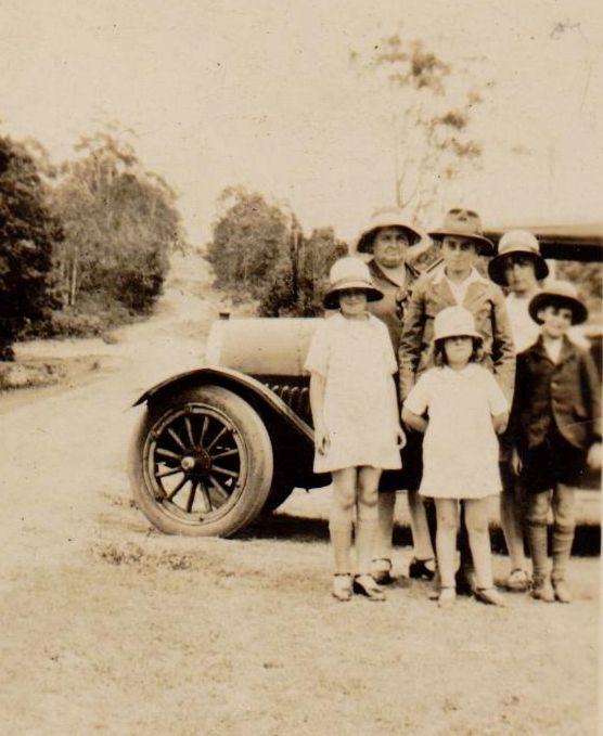 Bill Williams must have taken this picture of his family on a drive in the family car around about 1930. Back row; Flo, with Bill`s relation, & Gwen. Front row; Marge, Peggie & Eric.