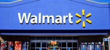 CTJJ5N Front view of a Walmart supercentre store exterior sign logo Ontario…