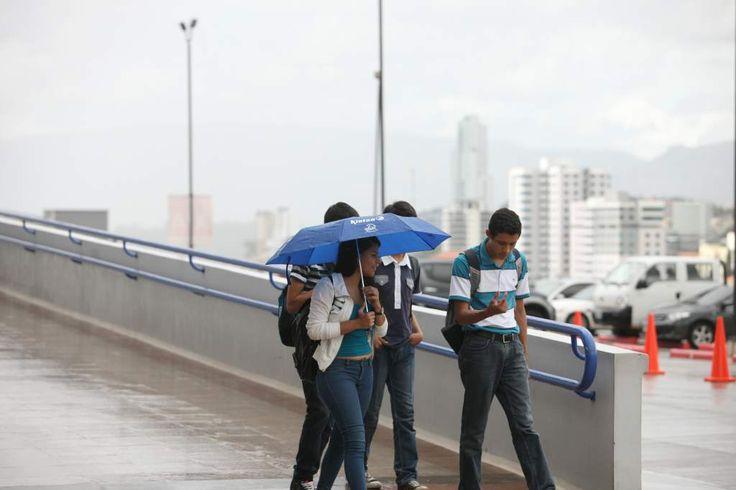 Onda tropical dejará lluvias en el centro, sur y oriente de Honduras  Mañana inicia temporada de huracanes en el Atlántico; se podrían formar 16 tormentas. Los pronósticos establecen que se van a formar entre 10 y 16 tormentas tropicales.