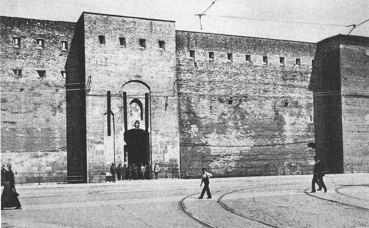 Caserma Castelvecchio 1920 -  prima della ristrutturazione http://www.veronavintage.it/verona-antica/immagini-storiche-verona/verona-storica-caserma-castelvecchio-1920