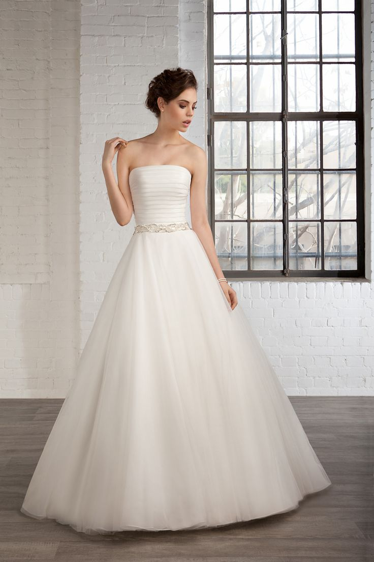 Cosmobella Style 7800: Cosmobella 2016 bridal collection : https://www.itakeyou.co.uk/wedding/cosmobella-wedding-dress-2016 #weddingdress #weddingdresses