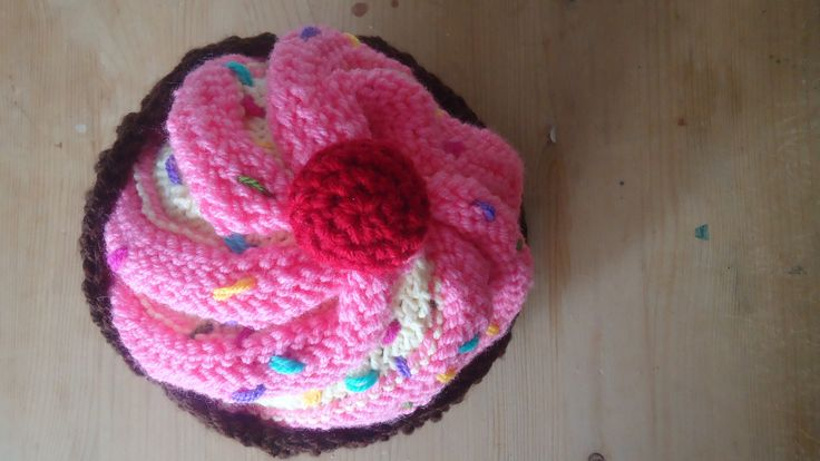 handmade knitted cupcake beanie made to order facebook/toucanbeanies