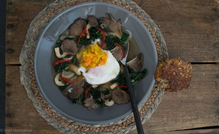 Poached Eggs in Bone Broth -this fast, healthy, healthy breakfast is so delicious and very simple to make. My kids love this breakfast, it's a family favourite.