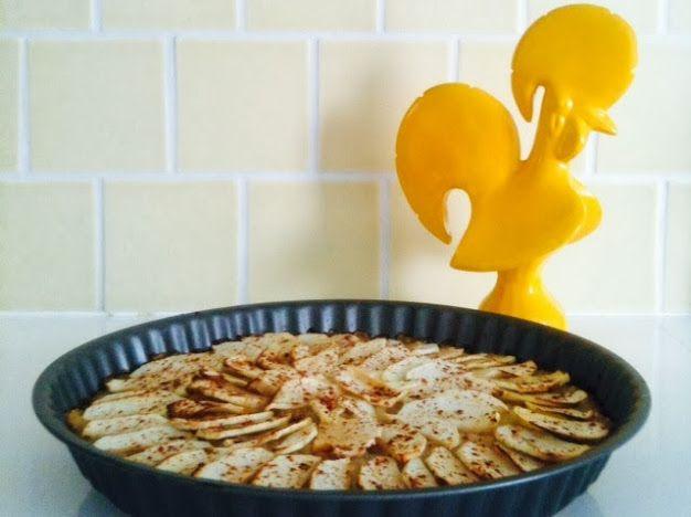 Segue uma receita simples e rápida para uma tarte de maçã sem farinha de trigo, fermento ou açucares adicionados.    Esta é daquelas p...