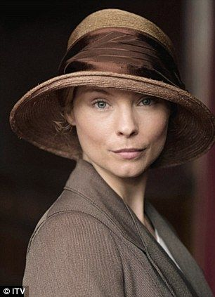 Downton's new maid Edna (Twilight: Breaking Dawn's MyAnna Buring) has her sights set on Branson! Carson won't be pleased at all!