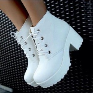 zapatos altos botas blancas
