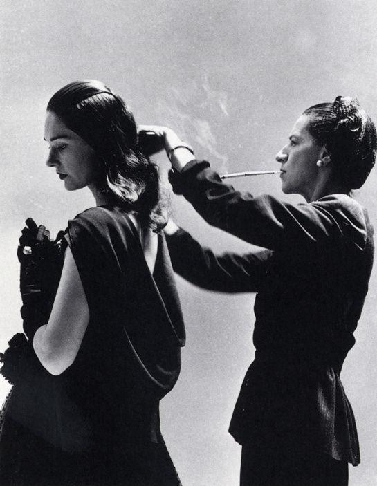 Diana Vreeland, ici sur une séance photographiée par Richard Avedon pour Harper's Bazaar en 1946 http://www.vogue.fr/culture/a-voir/diaporama/diana-vreeland-l-hommage-a-venise/7367#diana-vreeland-en-studio-1946