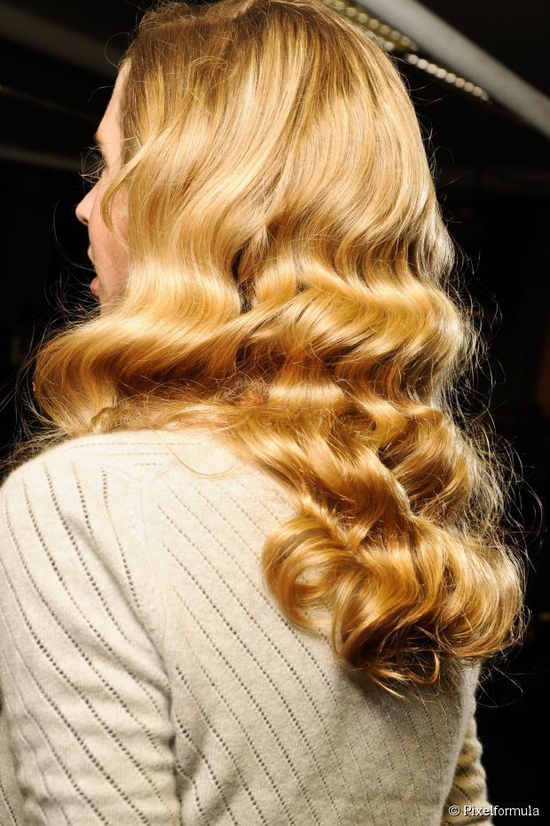 Sculpted waves are perfect for a seriously glamorous look