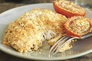 Poisson croustillant avec tomates au parmesan--------------Oubliez les bâtonnets de poisson surgelés et essayez ce savoureux plat de poisson frais. Préparée à partir de filets de tilapia enrobés d'une chapelure de craquelins au parmesan, cette recette ne vous demandera que 20 minutes de préparation.