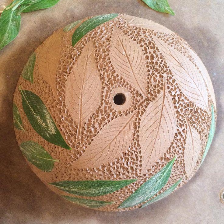 🍃Peeling off the beauty of the Penta leaf🍃 Dots defining texture..Hanging planter work in progress #pottery #ceramics #leafimprints #PIAtexture #plantersflo
