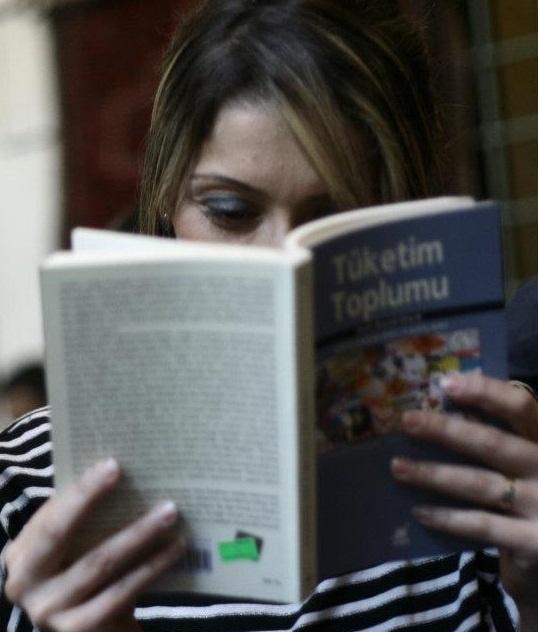 Tüketim Toplumu - Sessizlikte Kitap okumak başkadır.  #pinloveArcelik