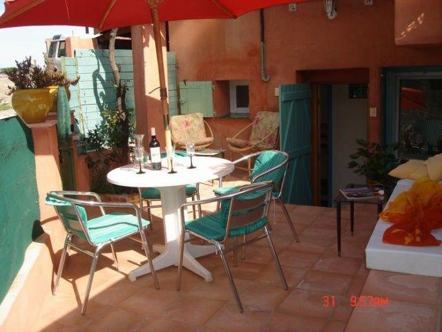 Location saisonnière Côte Vermeille, 66190 COLLIOURE Appartement de vacances prés des criques Bienvenue a Collioure destination de Vacances où l'art de vivre est une tradition. Notre location de vacances se situe  à 50 m des criques et plage, en Pays Catalan à l' extrème sud de la France, à 25 km de l'Espagne. Surface de la location : 34 m 2 + 12 m 2 de terrasse,