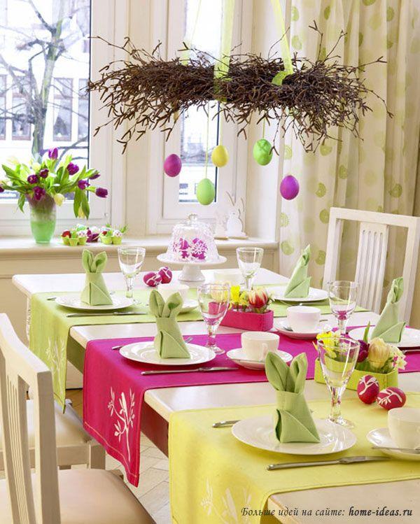 Пасхальный венок над праздничным столом
