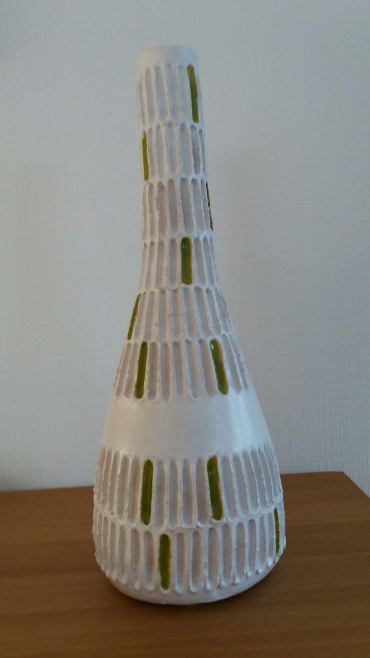 vaas in witte klei met glazuur Malloryweis