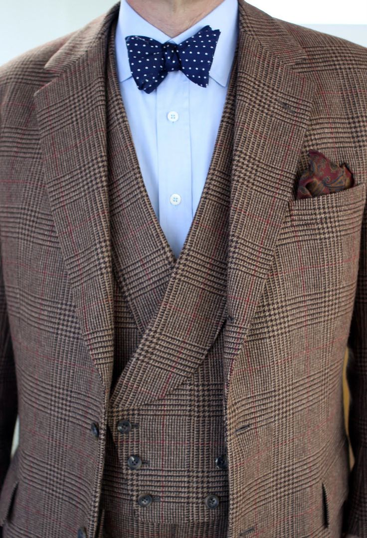 Will Boehlke of A Suitable Wardrobe in a beautiful Lovat tweed made up as a three-piece with great double breasted waistcoat, a very 'city' cut juxtaposed against the 'country' style cloth.  ( viavoxsart)