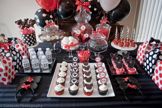 If you enjoy throwing parties, this girl's blog has some amazing ideas!