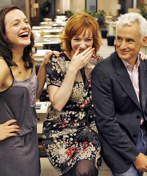 Elisabeth Moss, Christina Hendricks & John Slattery on the set of Mad Men, July 17th 2008. #MadMen