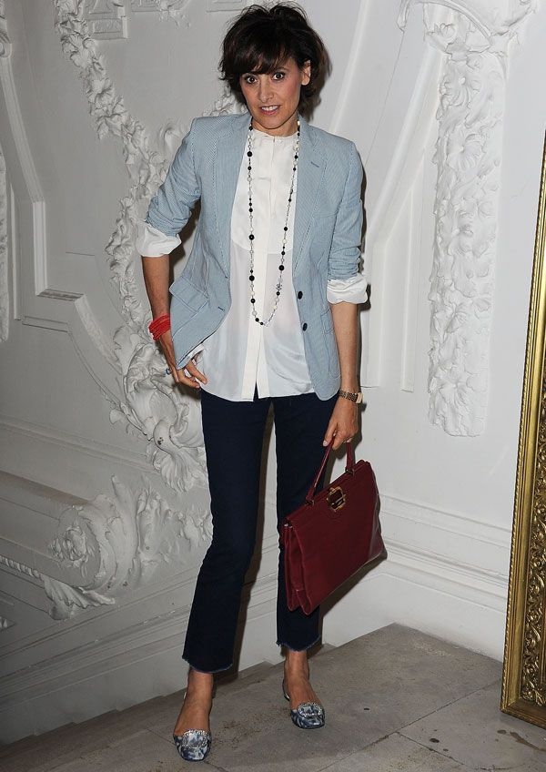 De la Fressange's outfit is a combination of affordable basics and well-curated accessories. For a similar look get a versatile, plain white blouse, cropped denim pants and a blue blazer.