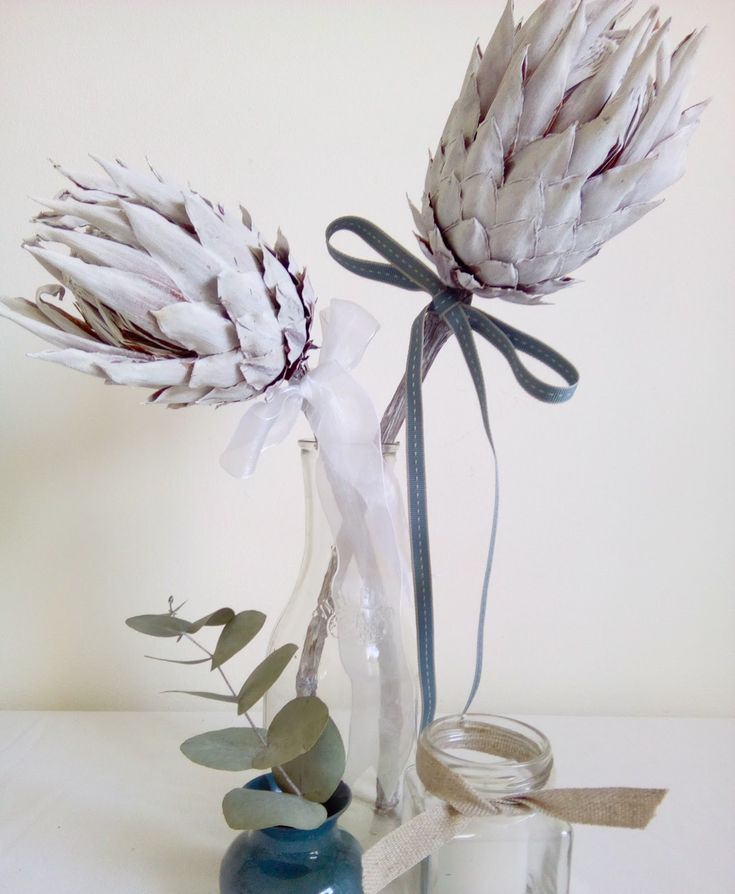 After some time, even your best efforts to keep your fynbos fresh will fail.   That's when you spray paint them and turn them into a striking, everlasting  arrangement like this one