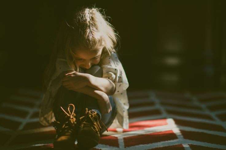 little girl - family photos - family pictures - moody light - dramatic lighting - low-light - lifestyle family session - bohemian family photos - boho family shoot - boho girl - Kirkwood MO Family Session - St. Louis Lifestyle Photographer — Charis Rowland Photography