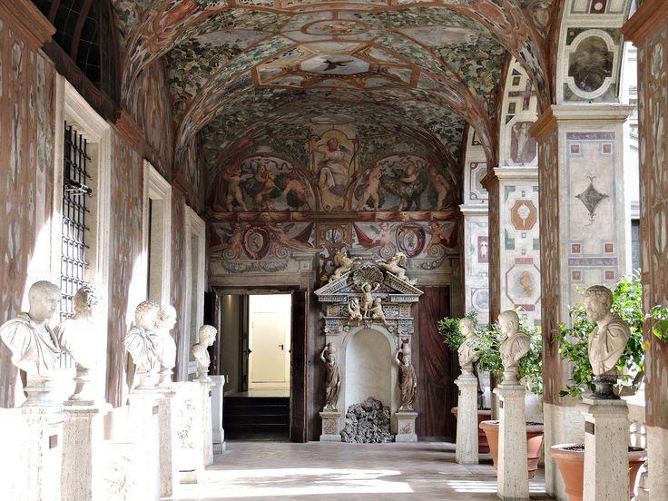 Loggia dipinta con busti di Imperatori c.d. Dodici Cesari Lato orientale con la fontana   Palazzo Altemps  Loggia settentrionale