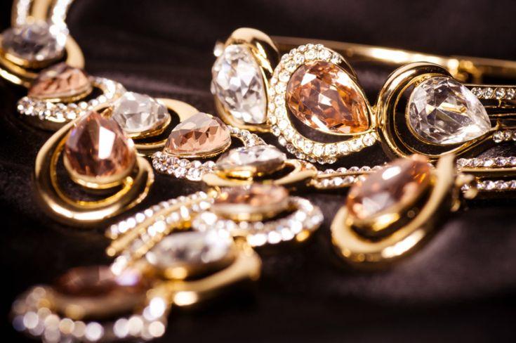 Θέλετε να λάμψετε και πάλι τα κοσμήματά σας και να τα κάνετε σαν καινούρια; Σας έχουμε την πιο τέλεια συνταγή! Τι θα χρειαστείτε Για αστραφτερά κοσμήματα θ
