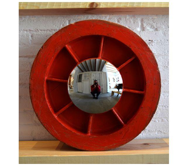 #Espejo #convexo de #AlejandrodelaTorre de 20 cm. Ø, realizado con molde industrial de madera. 49x49x19 cm. #convex #mirror #mirall #diseño #design #disseny #barcelona