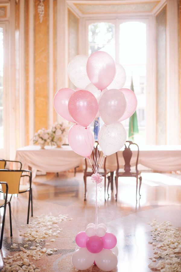 pink balloon city hall decor http://weddingwonderland.it/2015/06/matrimonio-ispirato-al-tandem.html
