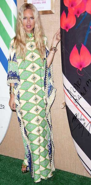 Rachel Zoe's outfit formula for summertime glamour | a printed caftan, metallic accessories and beach waves