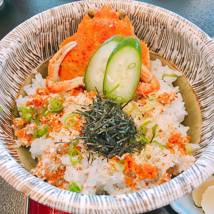 松葉ガニ親子丼&サザエさん . . . . #鳥取#カニ#美味しい#グルメ#刺身#贅沢#ランチ#お昼ごはん#海の幸#冬#海鮮丼#飯テロ#旅#写真好きな人と繋がりたい#境港 #japanesefood#lunchtime#sushi#sashimi#deliciousfood#yumyum#goodfood#travelblog#gourmet#awesome#crab#tottori#seafood#eating