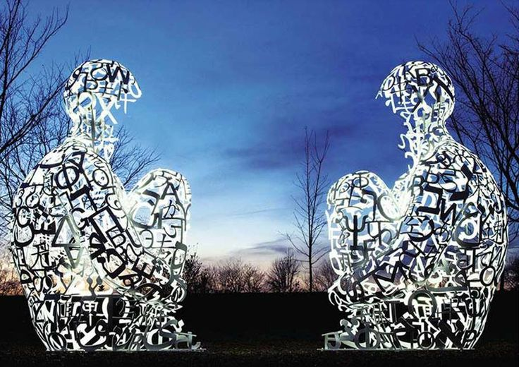 This is a group of 2 sculptures of the artist Jaume Plensa, known worldwide for his singular style.