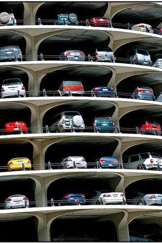 Rušte parkovací místa. Pomalu a potichu, radí dánský architekt Jan Gehl