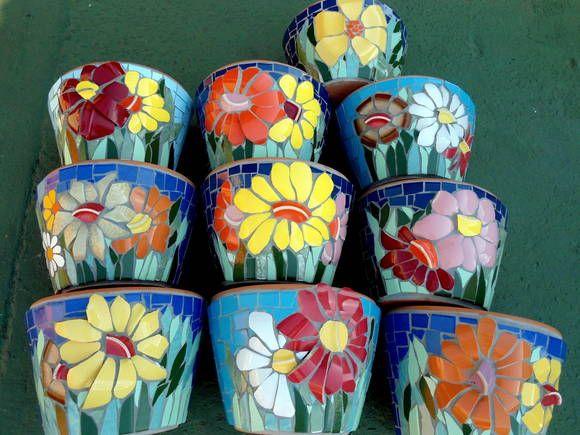 vasos em mosaico com flores de louças e o preenchimento com azulejos R$ 68,00                                                                                                                                                                                 Mais