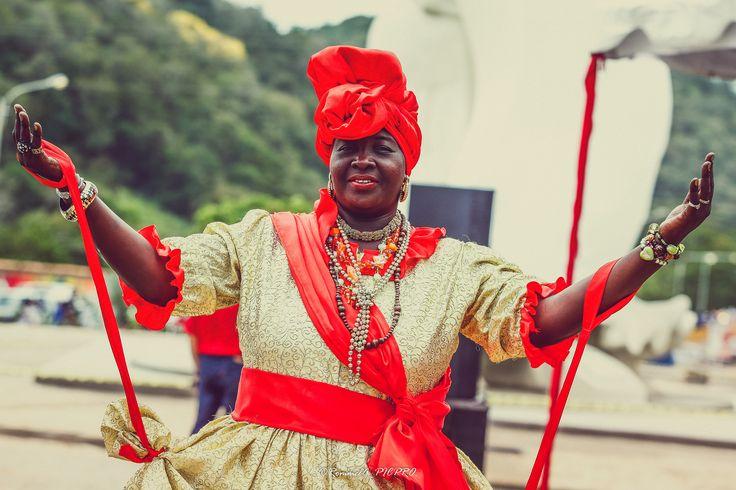 https://flic.kr/p/yQcS2R | Gente con color y calor del Carnaval | A mi paso por los desfiles mas coloridos de la tierra Guayanesa, el Callao, San Felix, la gente con su carisma alegrando cada danza al mejor ritmo del calipso.