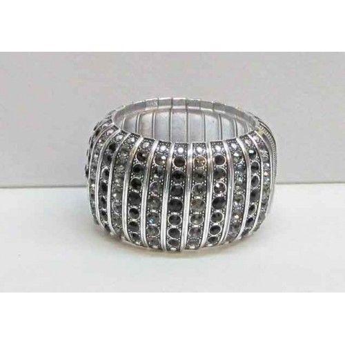Bracelet élastique de couleur argent serti de cristaux noirs.  Aussi disponible avec cristaux clairs.