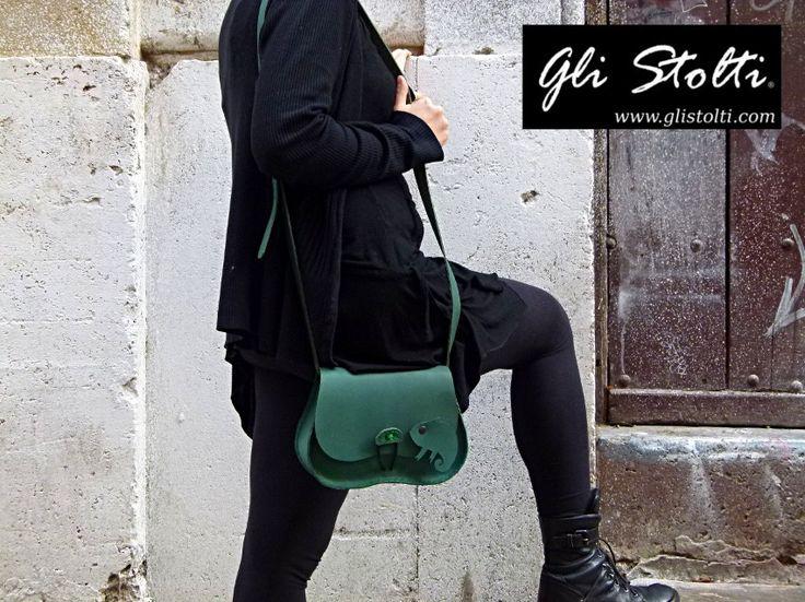 """Borsa artigianale in cuoio lavorata e cucita a mano """"Dov'è il Camaleonte?!"""" Vai al link per tutte le info: http://glistolti.shopmania.biz/compra/borsa-artigianale-in-cuoio-modello-scarsella-dov-e-il-camaleonte-13 Gli Stolti Original Design. HandMade in Italy. #glistolti #moda #artigianato #madeinitaly #design #stile #roma #rome #shopping #fashion #handmade #handicraft #handcrafted #style #borsa #cuoio #leather #bag"""