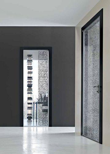 Collezione Stikla, porte in vetro decorato in tessuto, a battente.