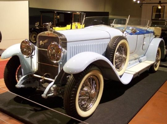 1924 produced this quite modern looking Hispano Suiza H6B Dual Cowl Phaeton by Million-Guiet. Magnificent.