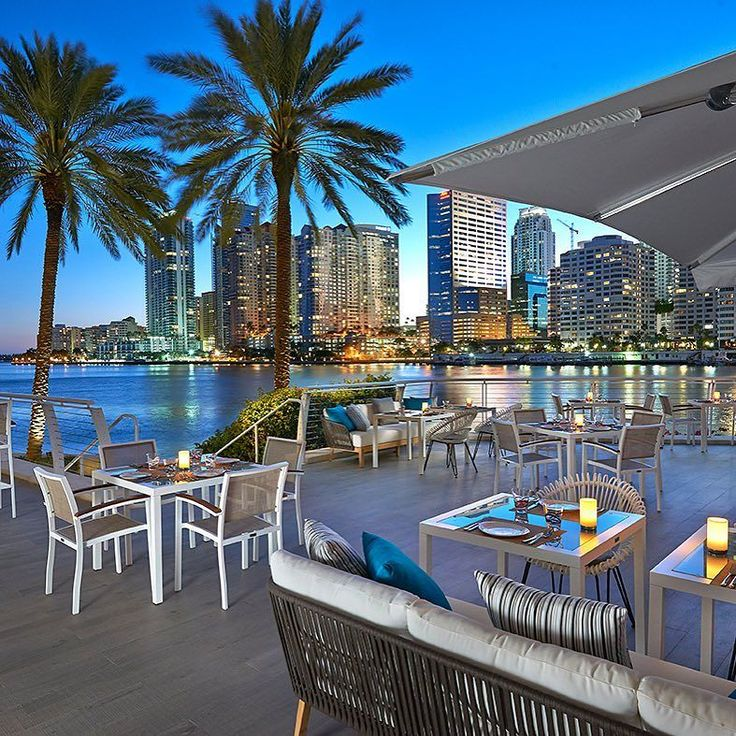 Imagine dining at a place with a view like this!  Azul Restaurant @mo_miami hotel is an intimate waterfront restaurant overlooking Biscayne Bay and the #Miami skyline!  Tag someone to dine here with! #miamiguide  Photo by MOHG