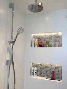 Nis in douche met indirecte LED verlichting